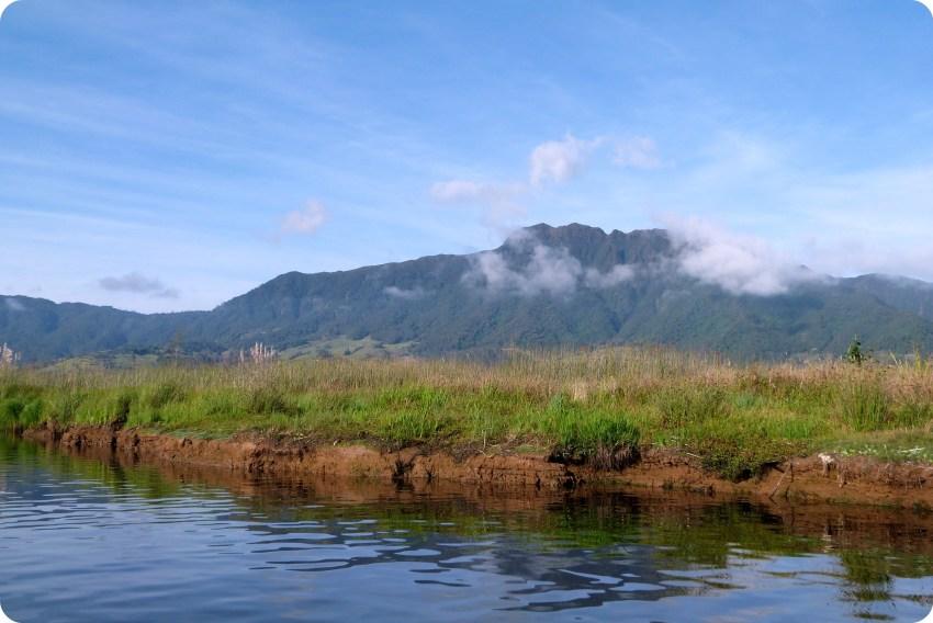 paisaje de montaña en la laguna de la Cocha de Pasto