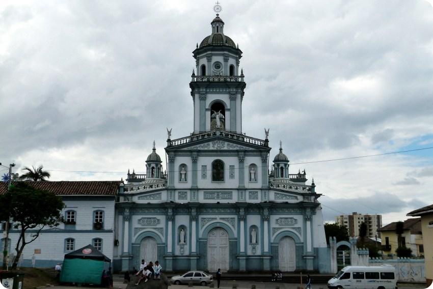 Templo San Felipe Neri azul y blanco de Pasto