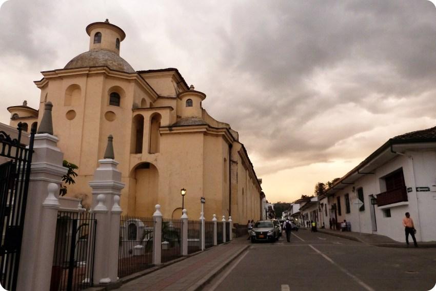 atardecer en la iglesia San Francisco de Popayán