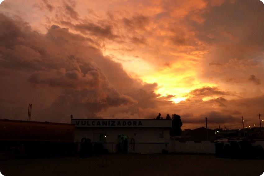 coucher de soleil sur la route entre Tulcán et Quito