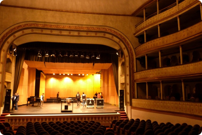 Escenario del Teatro Guillermo Valencia de Popayán