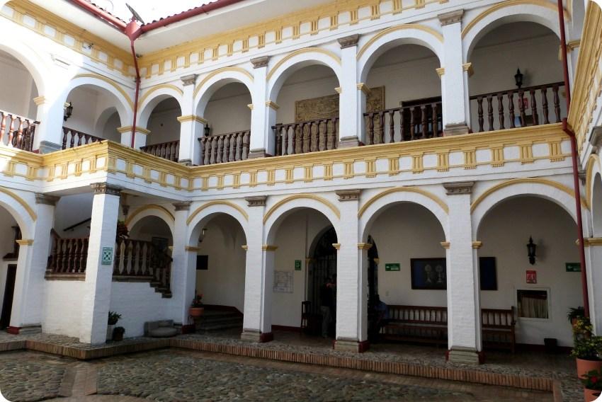 patio del museo arquidiocesano de Popayán