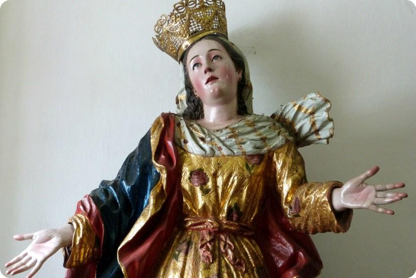 Escultura de la Virgen del Transito en el museo arquidiocesano de Popayán