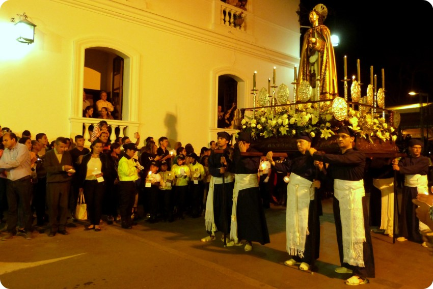 paso dem artes santo durante el desfile de la Semana Santa de Popayán