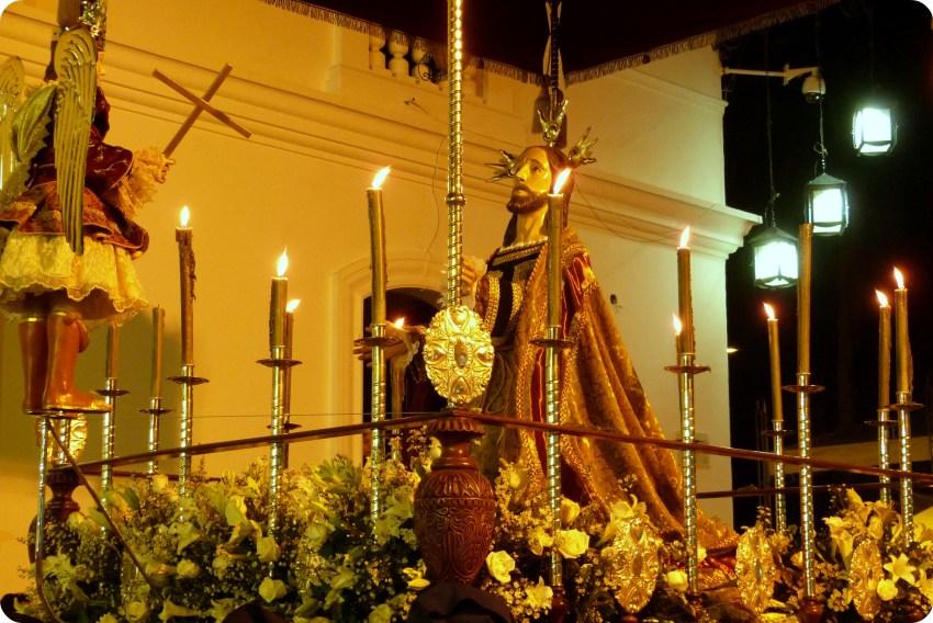 paso del martes santo durante el desfile de la Semana Santa de Popayán