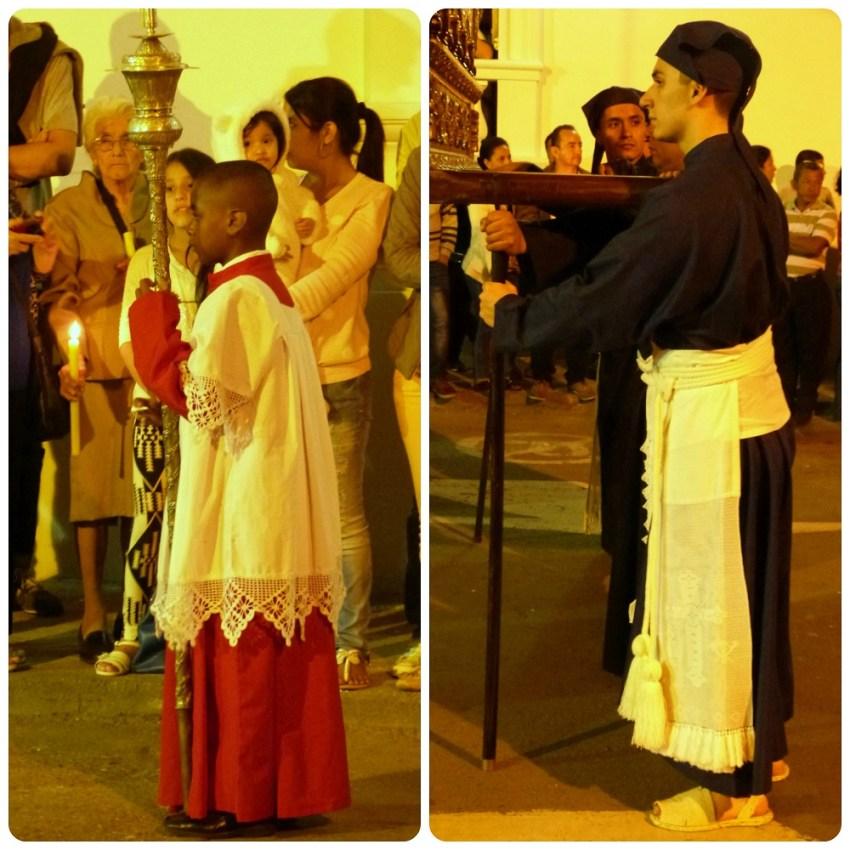2 personas desfilando durante la Semana Santa de Popayán