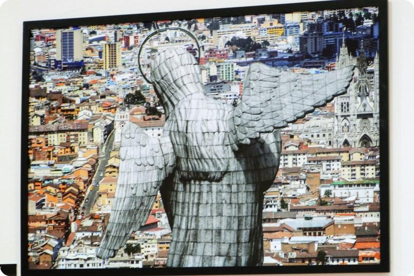 Cuadro la Virgen de Quito de espalda en el Palacio Presidencial de Quito