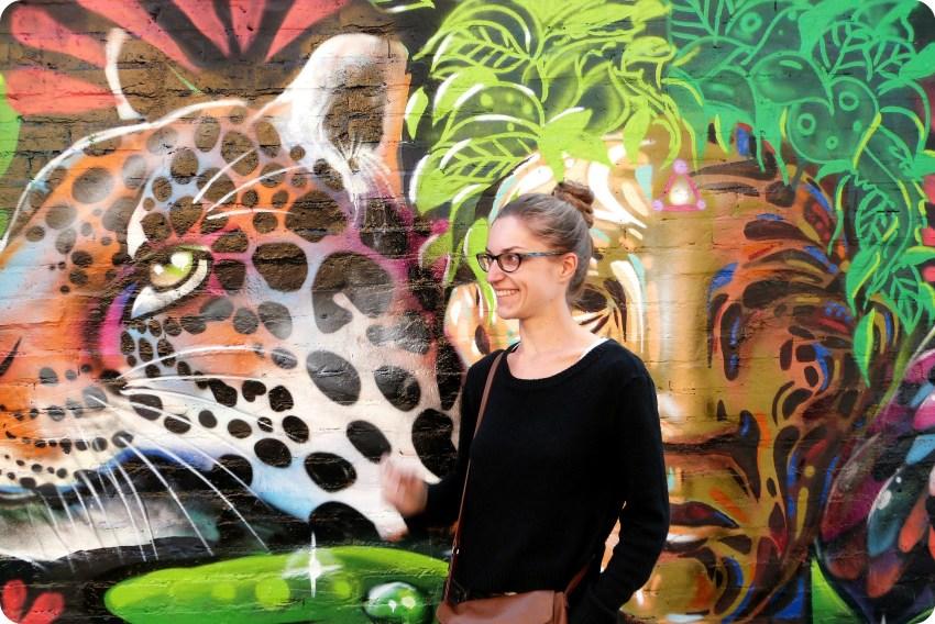 street art representando un tigre en el barrio de la Candelaria de Bogotá