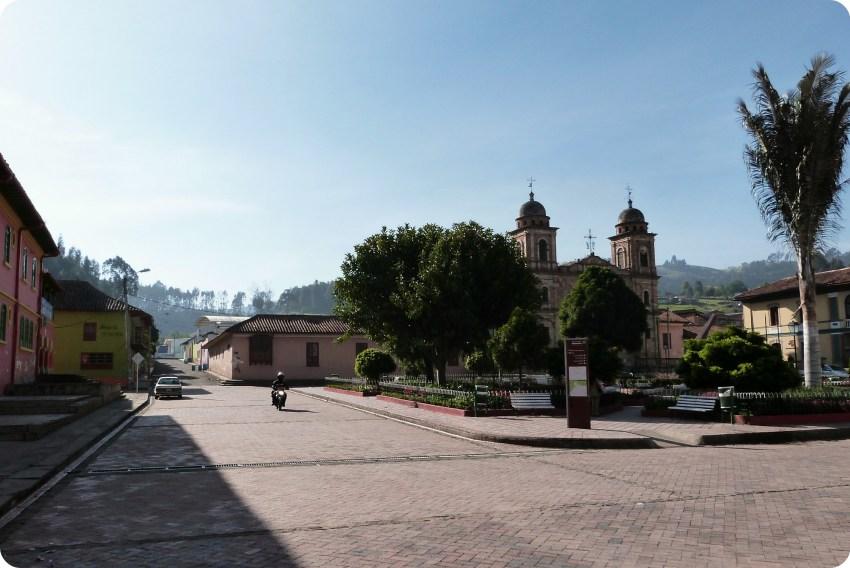 place de Nemocón avec l'église en fond