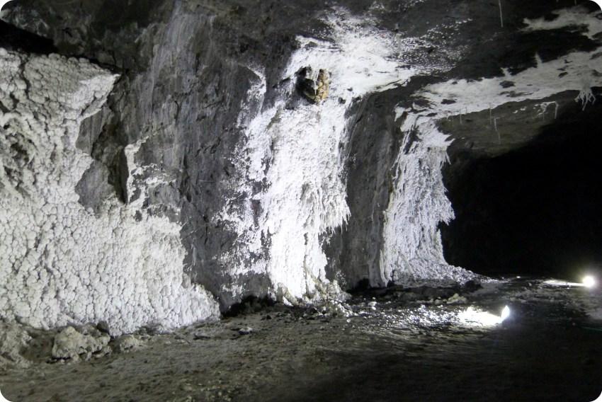 mur de sel cristallisé à la mina de sal de Nemocón