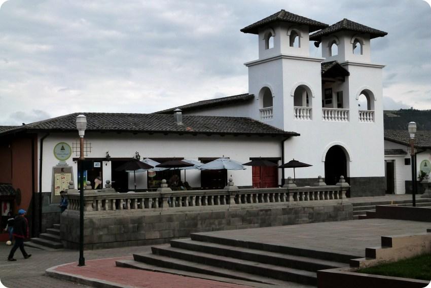 Café y eglisia de la Mitad del Mundo de Quito