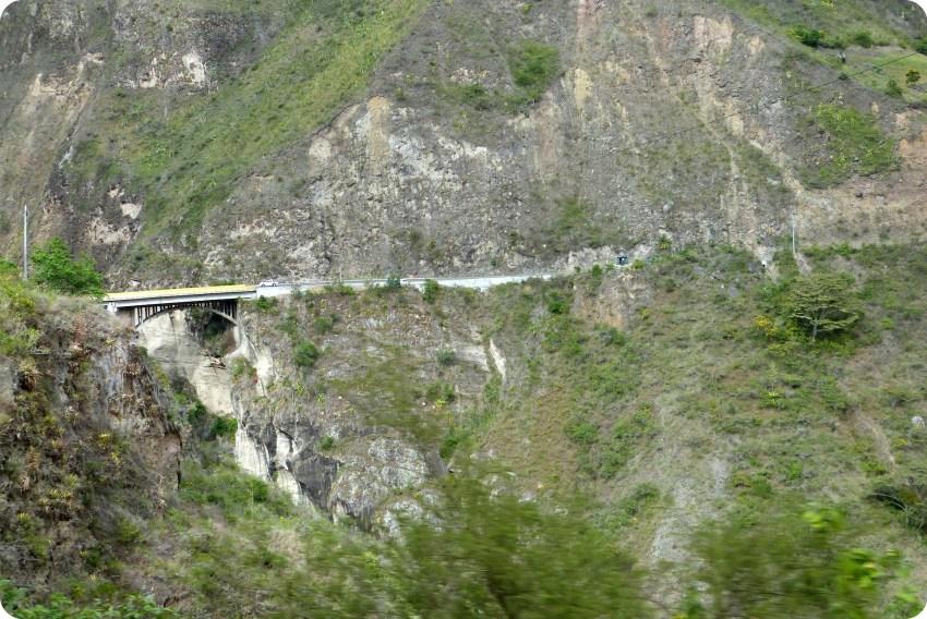 puente en un paisaje del sur de Colombia