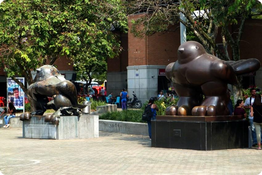 Las esculturas Pájaro de Botero en la plaza San Antonio de Medellín