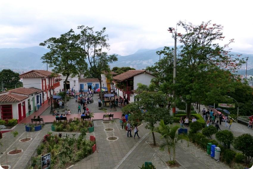 maisons sur la place du Pueblito Paisa de Medellín