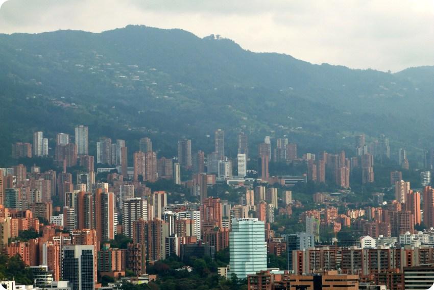 vista de los edificios de Medellín desde el Pueblito Paisa