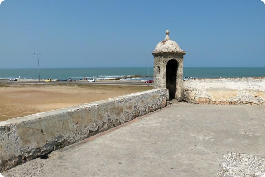 Murallas de la ciudad de Cartagena con vista al mar Caribe