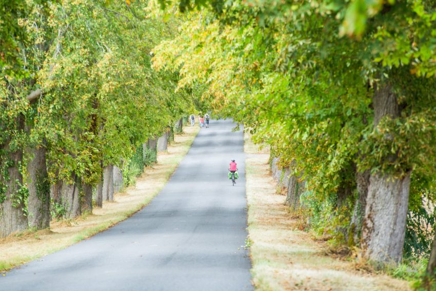 femme voyage à vélo allier charlene