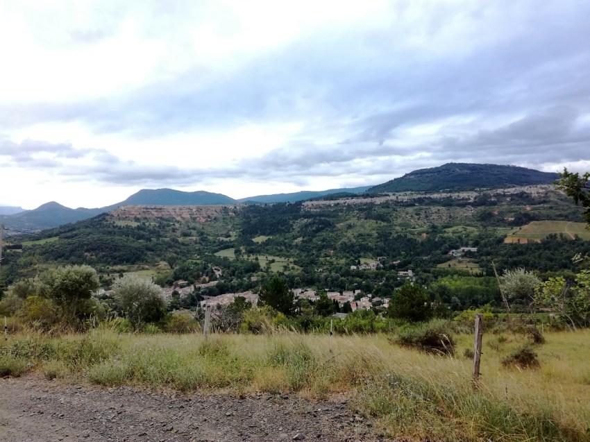 campagne sur aude paysage montagne voyage vélo ariege