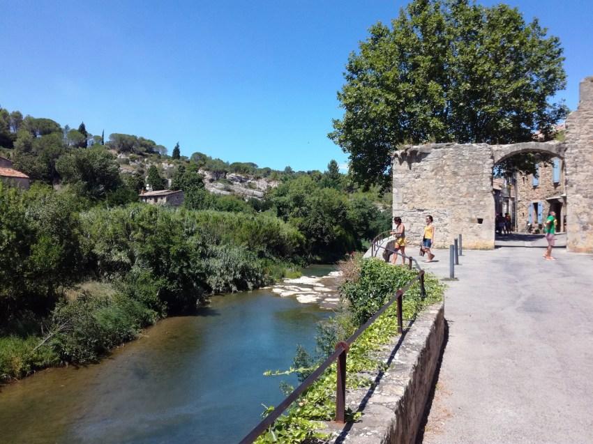 lagrasse rivière architecture été voyage vélo aude