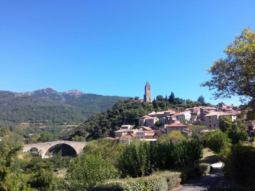 olargues vue village paysage hérault voyage vélo