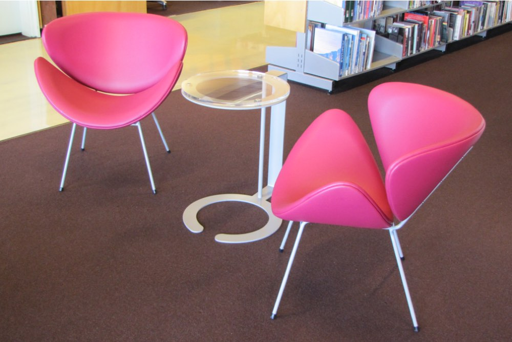 ANNA D Chairs teamed with OVERLAP Laptop Table.