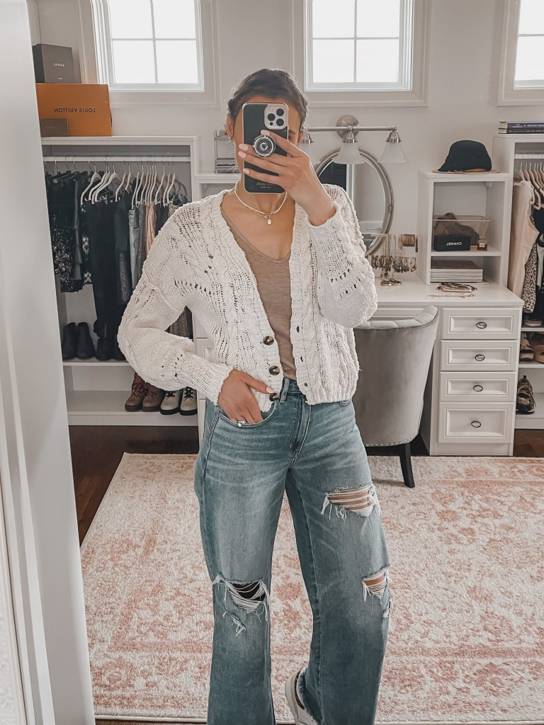wide-leg-jeans-and-cardigan-outfit-for-spring