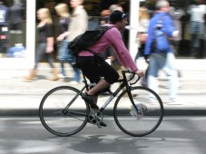 1200px-Bicycle_courier_552.JPG