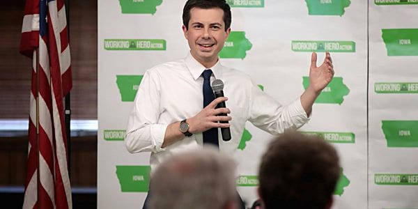 Mayor Pete Buttigieg handles hecklers with ease on campaign trail (screen capture)