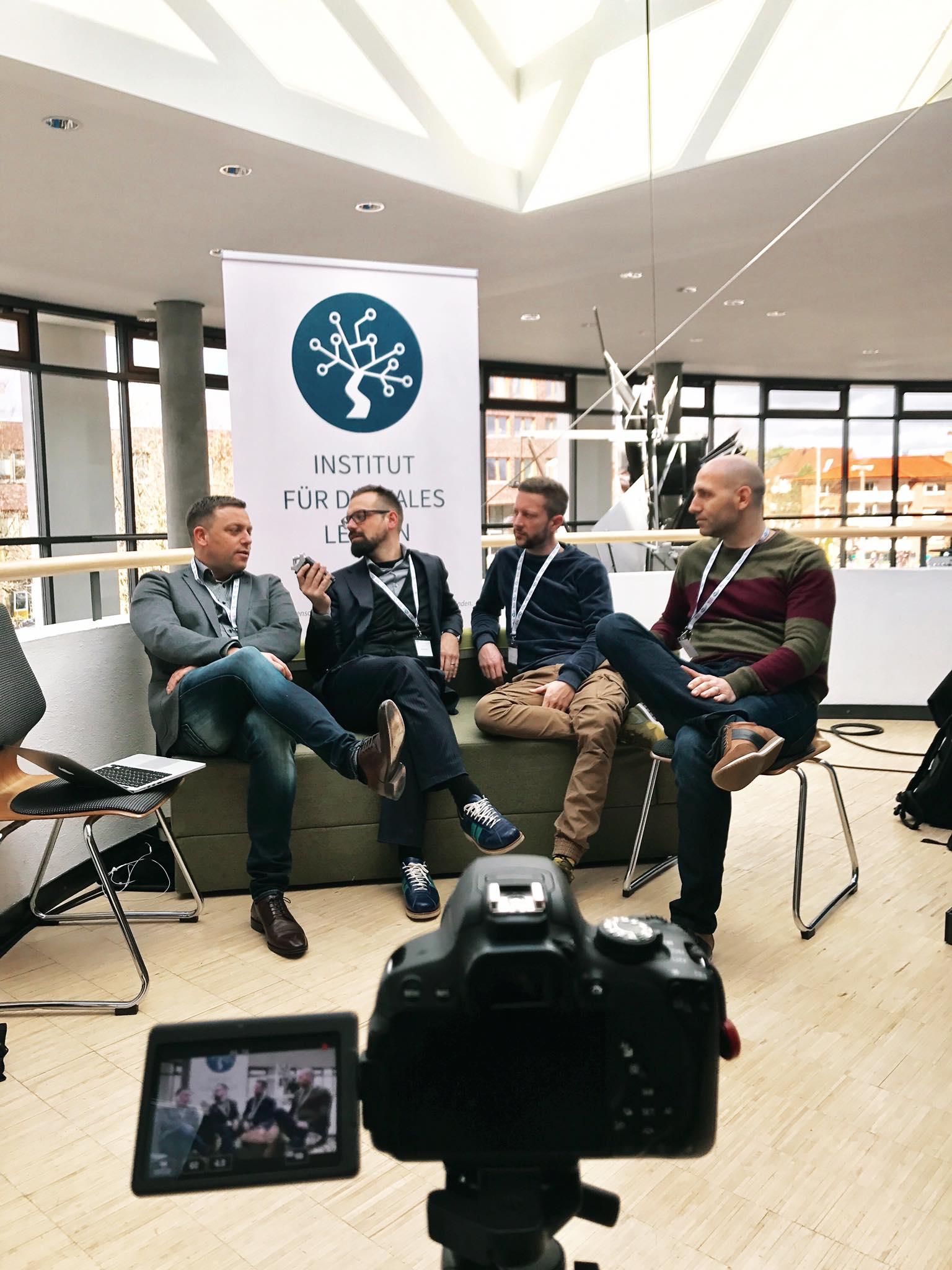 Institut für digitales Lernen Podcast: EduCouch Interview mit Perlen von den Säuen