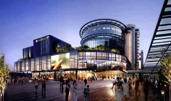 Exterior de un centro comercial con espacios accesibles.