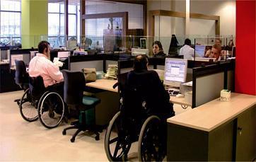 Accesibilidad en áreas de oficina, adaptaciones para usuarios de silla de ruedas