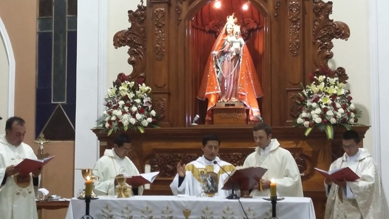 Ordenacion Sacerdotal en Ecuador. Institute of the Incarnate Word