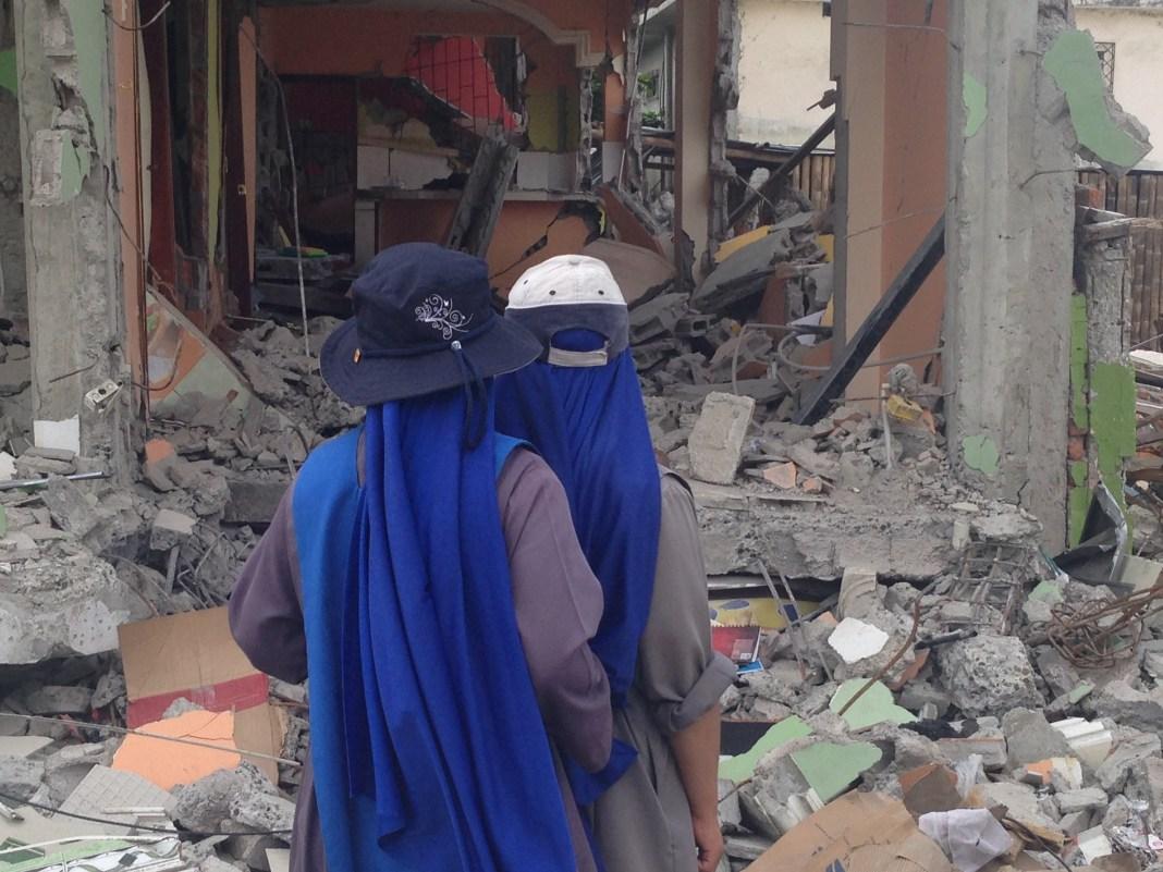 ayuda-a-damnificados-en-el-terremoto-de-ecuador (6)