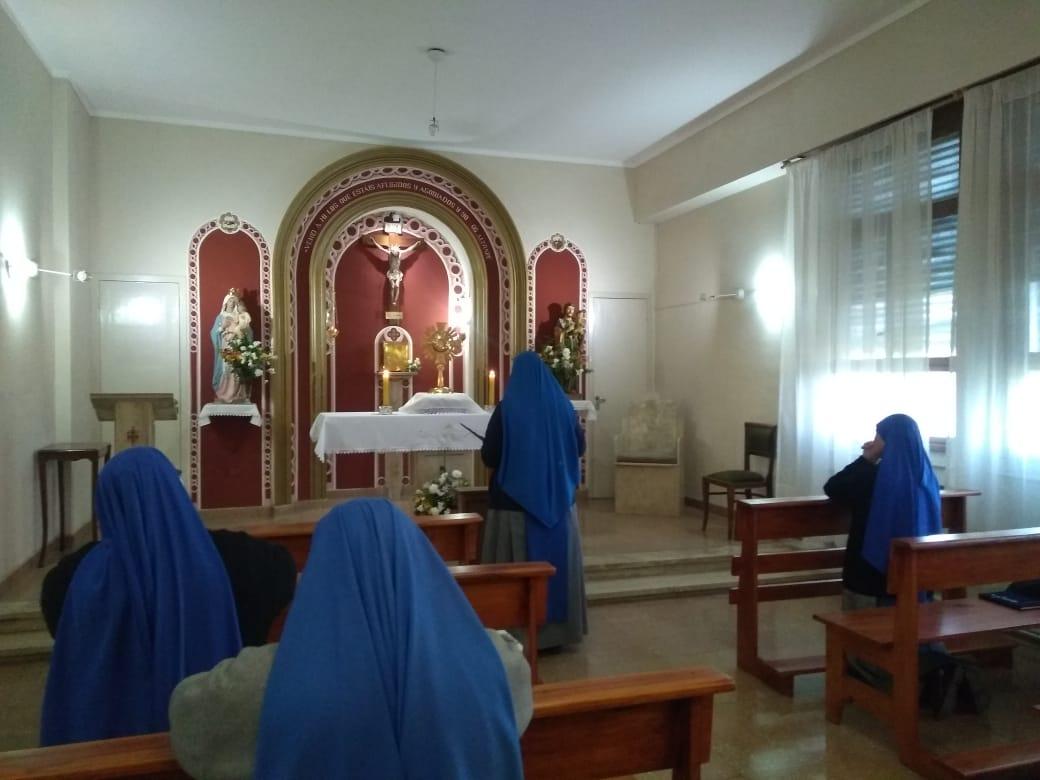 Servidoras-Adoracion-capilla