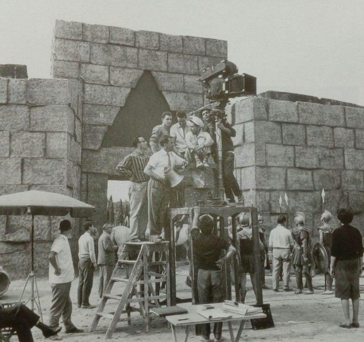 Yorgos Tsavelas no set de rodagem do seu filme Antígona