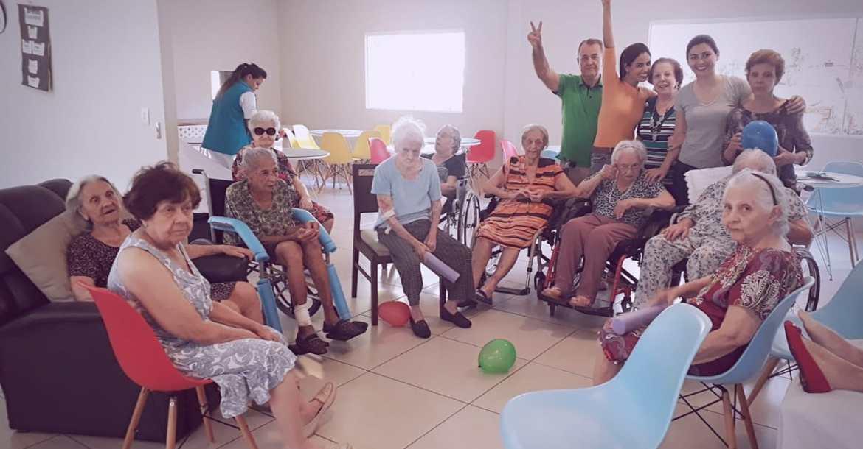 Ter amizades e estímulos constantes mantem a qualidade de vida dos pacientes com Alzheimer
