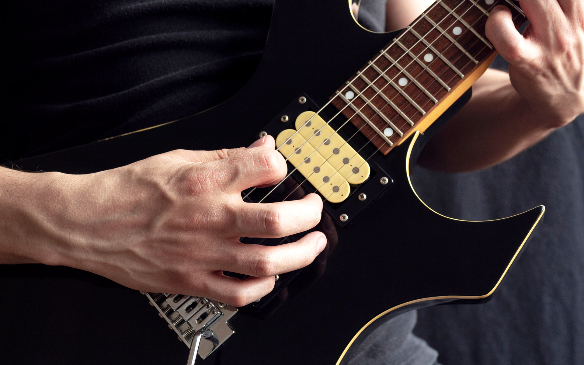 How to Easily play the Dbm Chord on Guitar