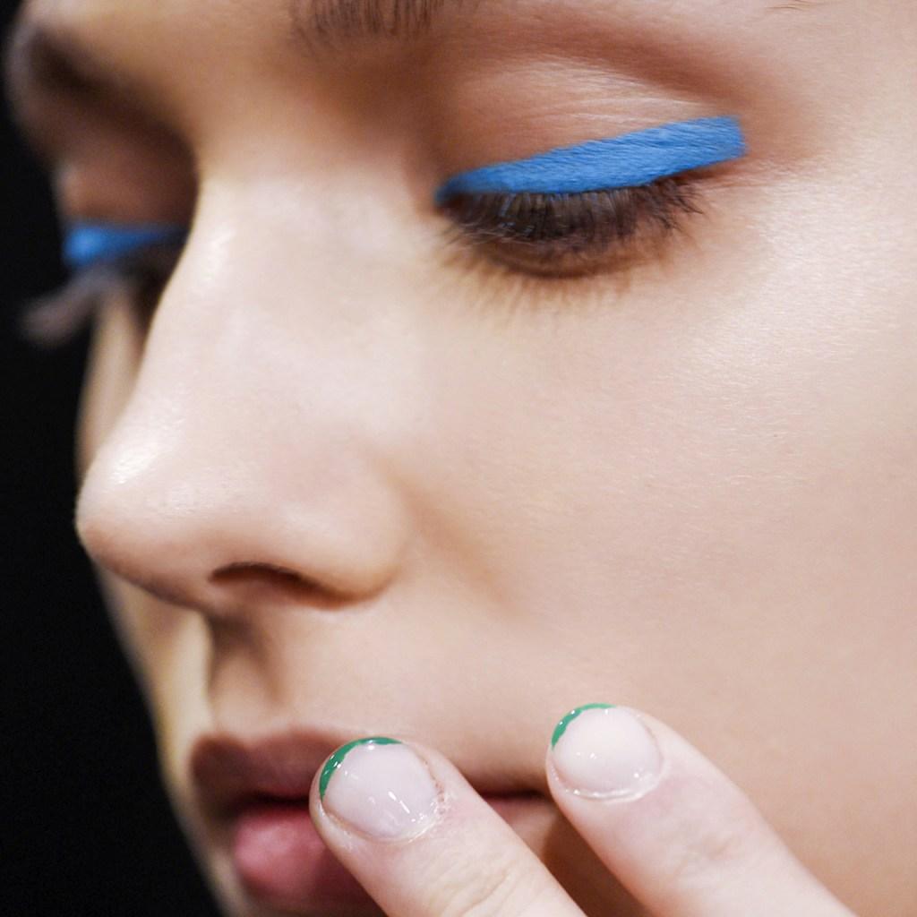 Dale un toque diferente a tu makeup con un delineado de ojos ¡de color!