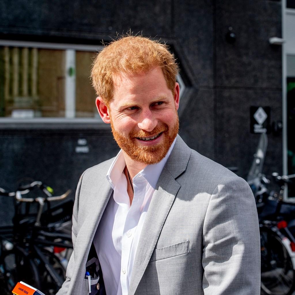 Así respondió el príncipe Harry a una estudiante que le dijo 'guapo'