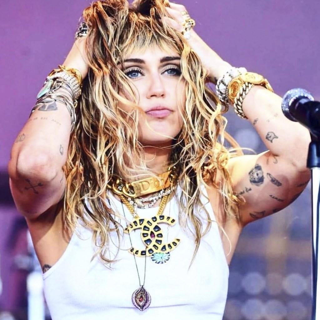 El nuevo tatuaje de Miley podría estar dedicado a Cody Simpson