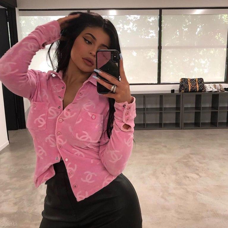 Kylie Jenner se ve «eventualmente» teniendo cuatro hijos
