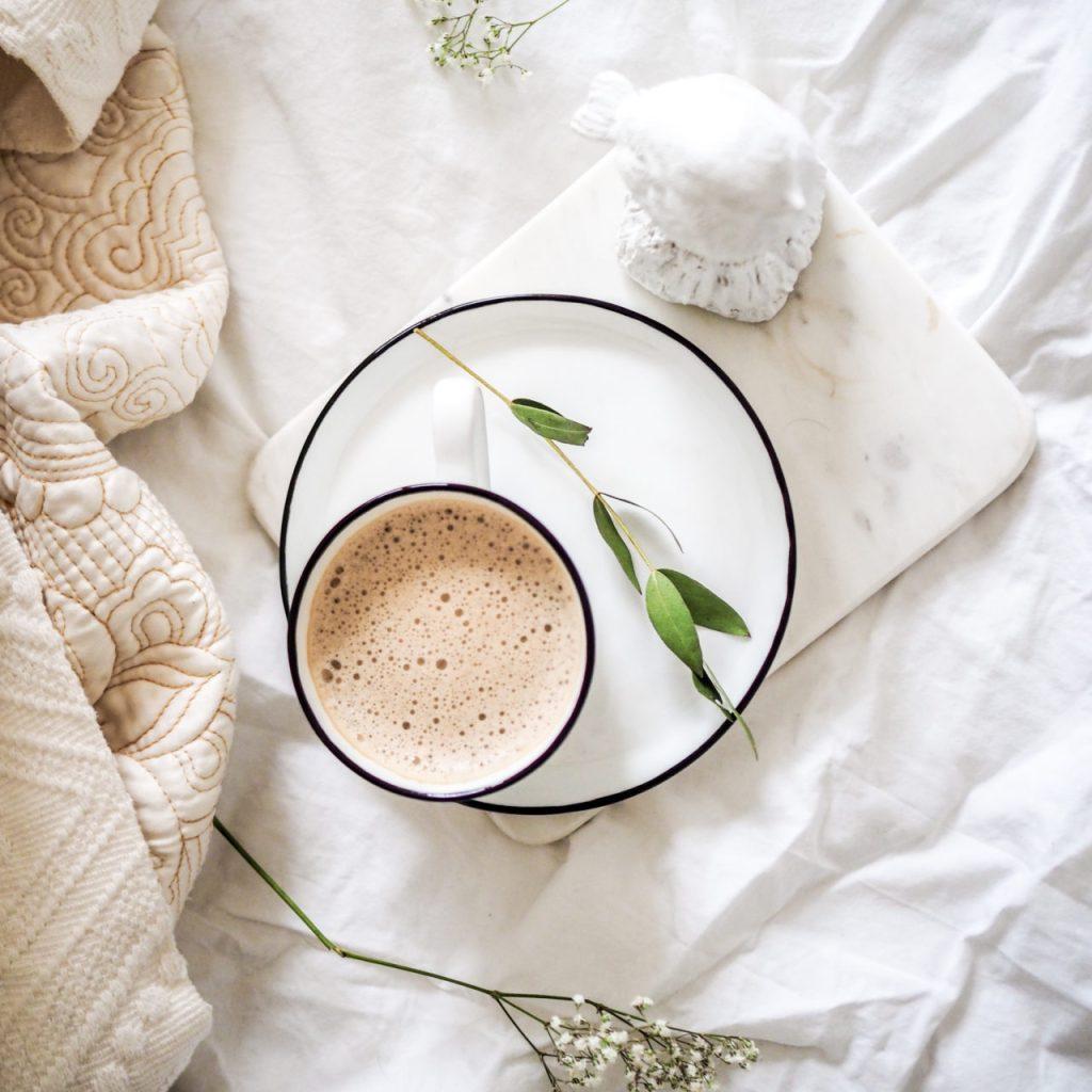 Cafeína vs teína, ¿cuál es recomendable consumir?