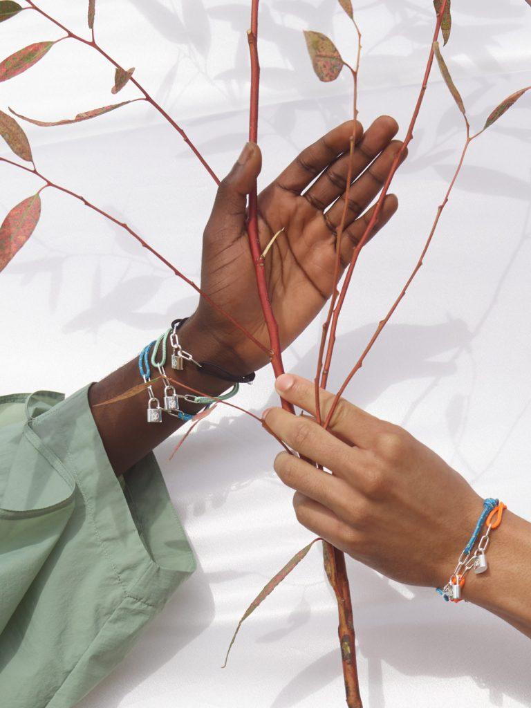 Virgil Abloh diseñó las pulseras más cool para Louis Vuitton x UNICEF