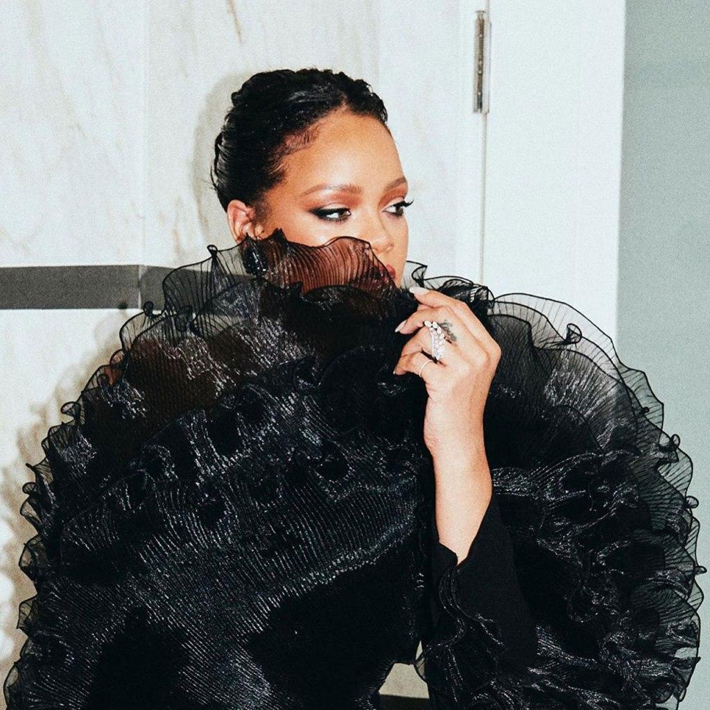 News Flash! Rihanna dio pistas de su nuevo proyecto