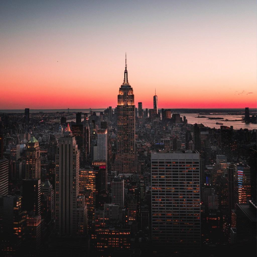 Todos los días las 7:00 pm, los neoyorkinos hacen este ritual en honor al personal médico