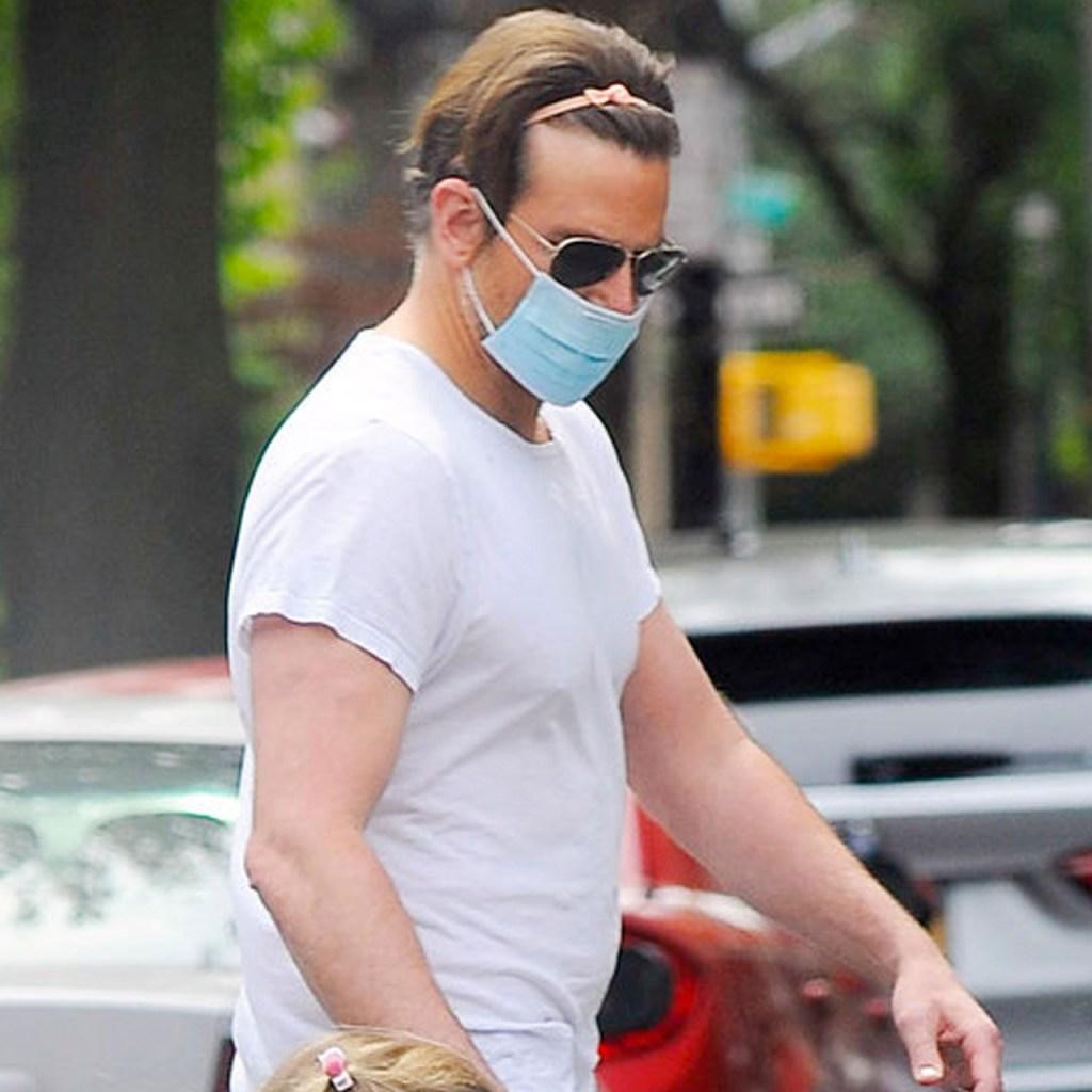 Bradley Cooper caminó por NYC llevando la diadema de su hija