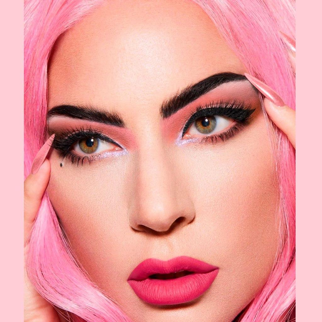 Lady Gaga lanzará una nueva paleta de maquillaje llena de color