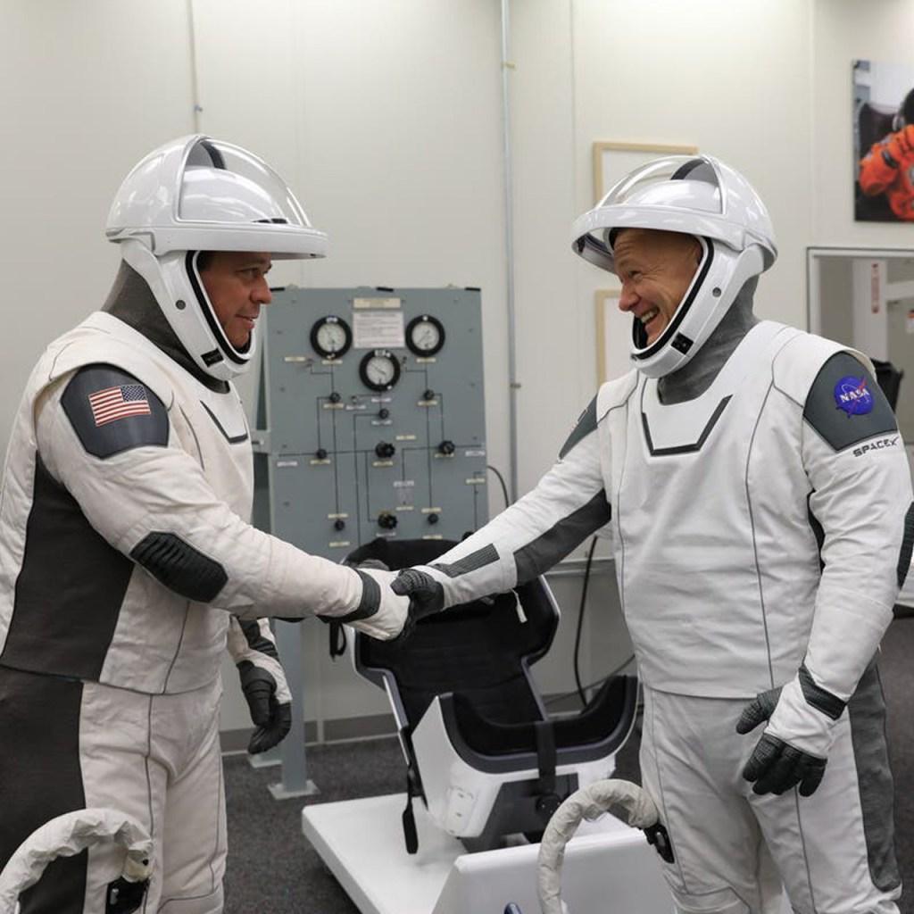 Diseñador del traje de Batman y Avengers creó el uniforme para SpaceX