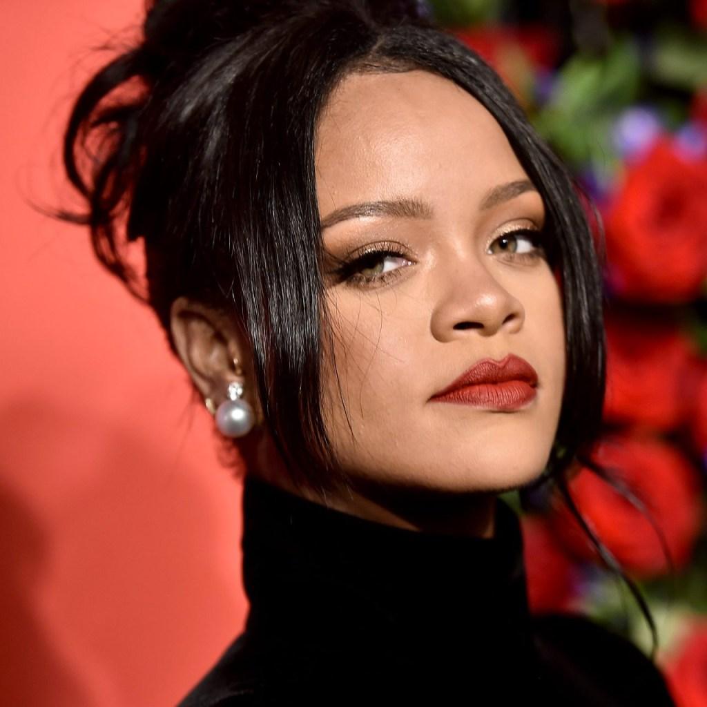 Rihanna y el CEO de Twitter hacen una donación de $15 millones por la salud mental