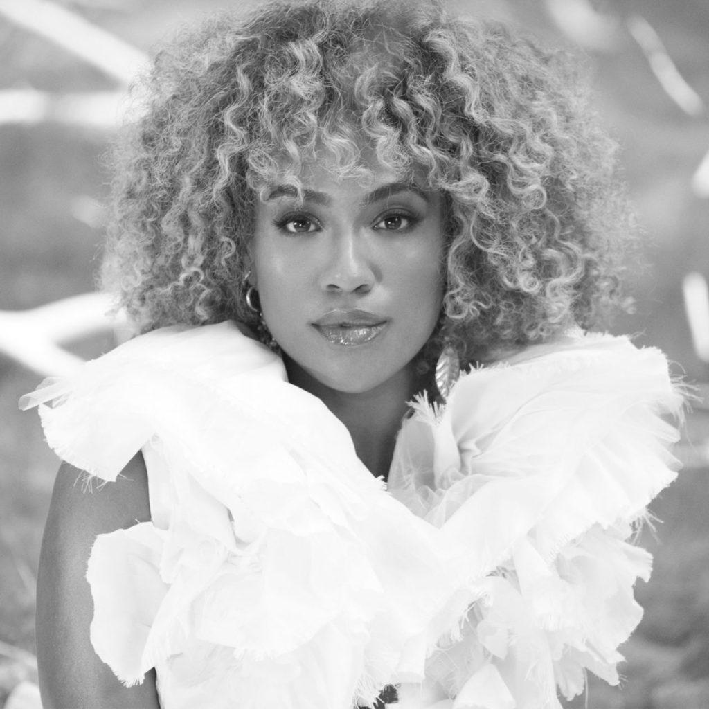 Conoce a Ezinma, la violinista que tomó el escenario con Beyoncé en Coachella